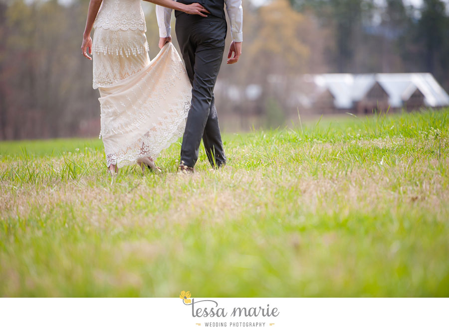 the_farm_wedding_outdoor_ceremony_creative_candid_emotional_wedding_pictures_beautiful_natural_light_040