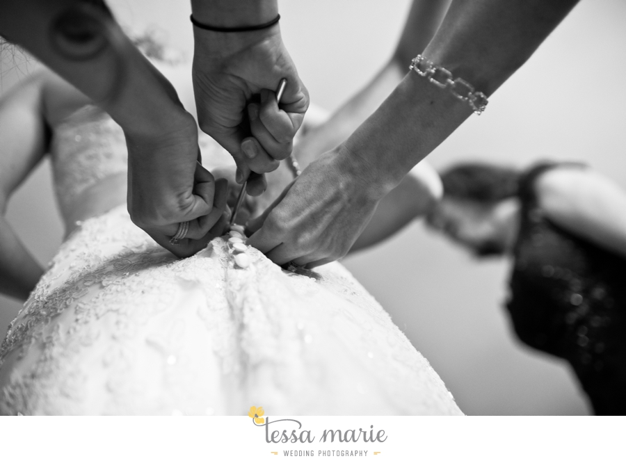Ivy_hall_outdoor_wedding_creative_candid_emotional_wedding_pictures_tessa_marie_weddings_012