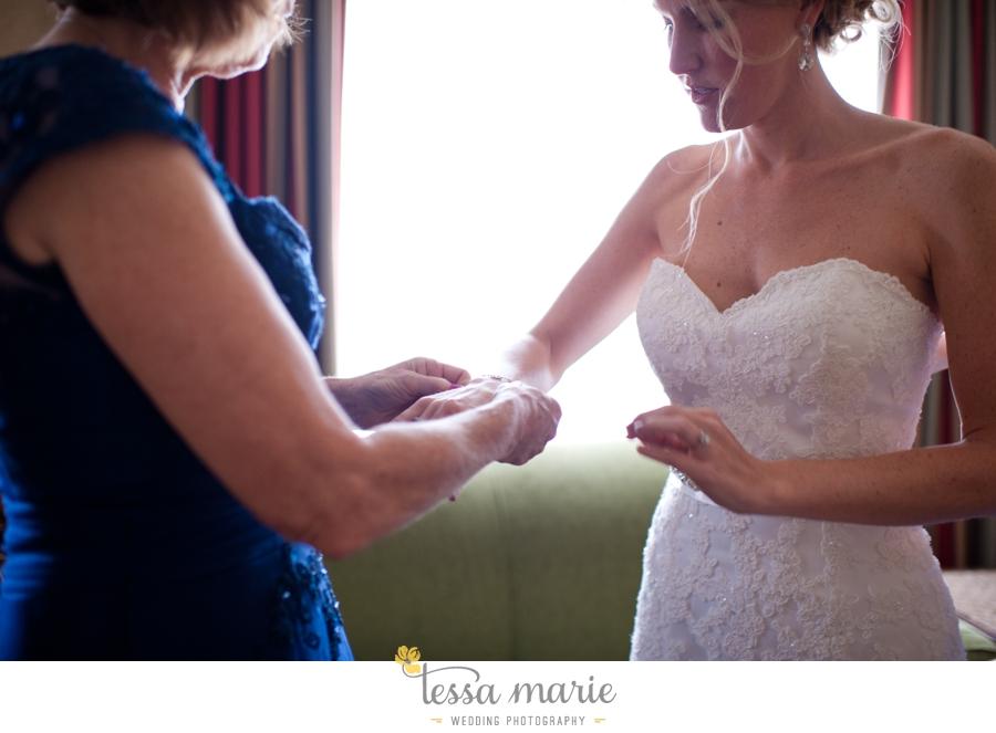 Ivy_hall_outdoor_wedding_creative_candid_emotional_wedding_pictures_tessa_marie_weddings_013