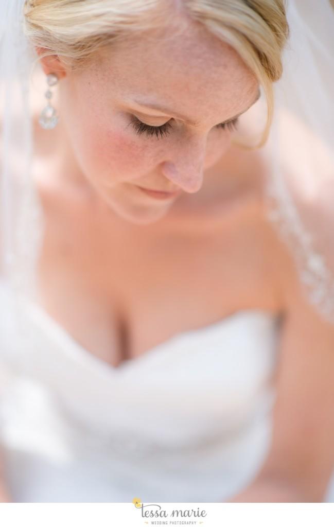 Ivy_hall_outdoor_wedding_creative_candid_emotional_wedding_pictures_tessa_marie_weddings_015