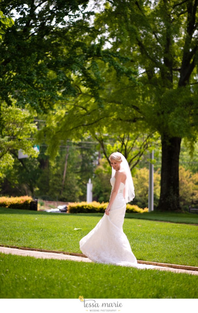 Ivy_hall_outdoor_wedding_creative_candid_emotional_wedding_pictures_tessa_marie_weddings_016