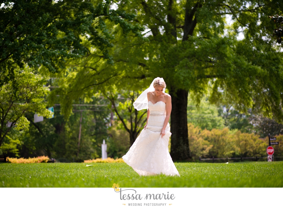 Ivy_hall_outdoor_wedding_creative_candid_emotional_wedding_pictures_tessa_marie_weddings_019