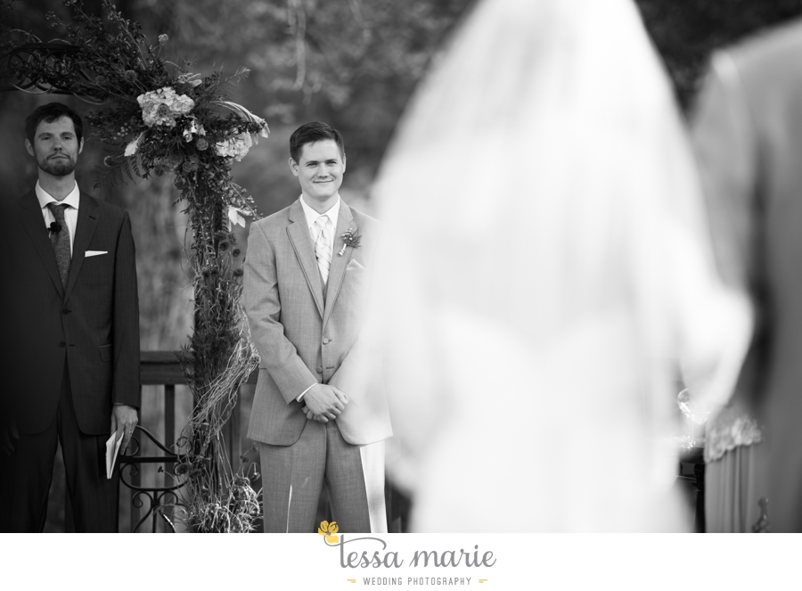 Ivy_hall_outdoor_wedding_creative_candid_emotional_wedding_pictures_tessa_marie_weddings_051