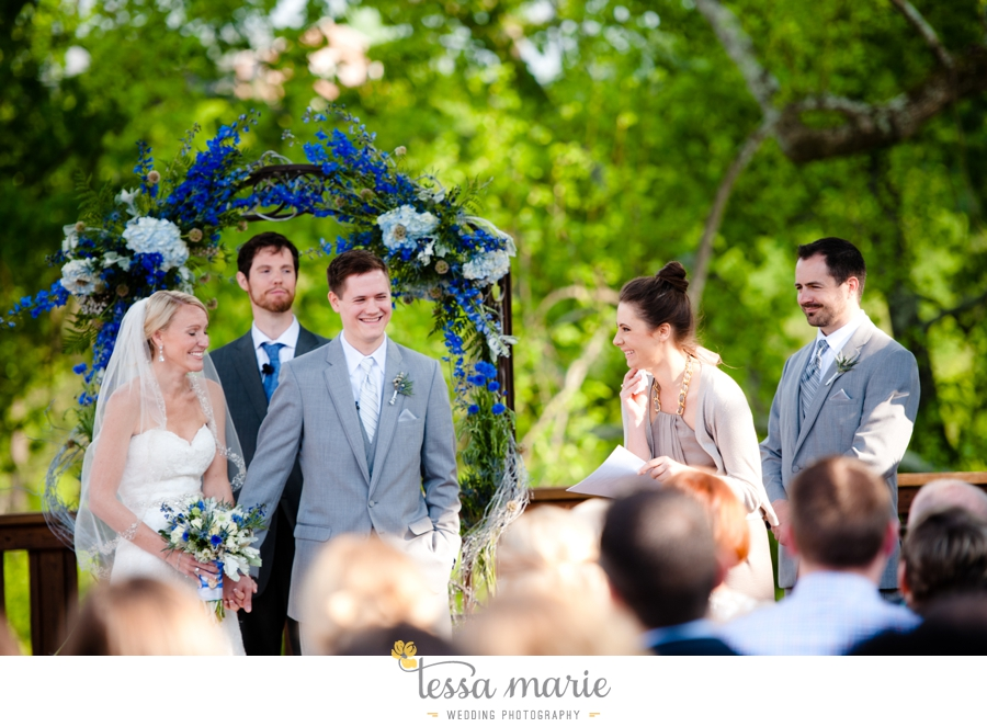 Ivy_hall_outdoor_wedding_creative_candid_emotional_wedding_pictures_tessa_marie_weddings_058