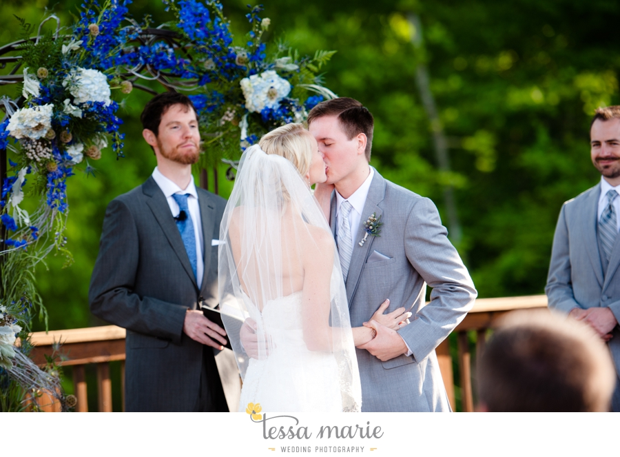 Ivy_hall_outdoor_wedding_creative_candid_emotional_wedding_pictures_tessa_marie_weddings_065