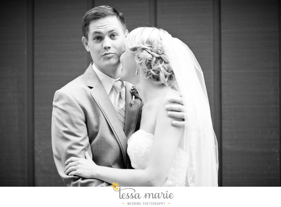Ivy_hall_outdoor_wedding_creative_candid_emotional_wedding_pictures_tessa_marie_weddings_073