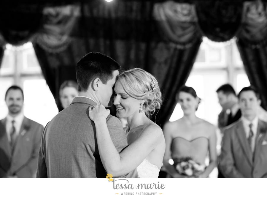 Ivy_hall_outdoor_wedding_creative_candid_emotional_wedding_pictures_tessa_marie_weddings_083