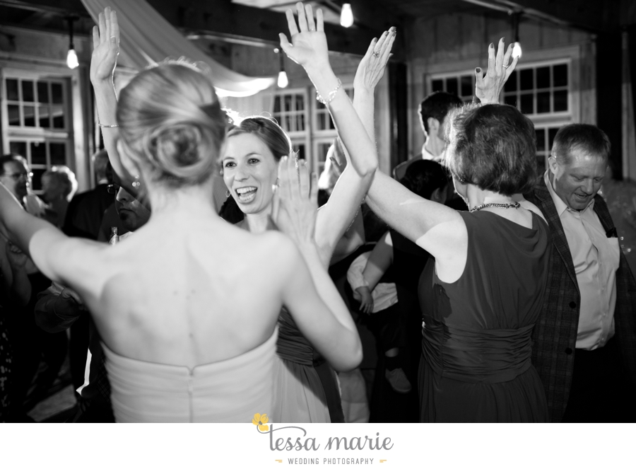 Ivy_hall_outdoor_wedding_creative_candid_emotional_wedding_pictures_tessa_marie_weddings_090