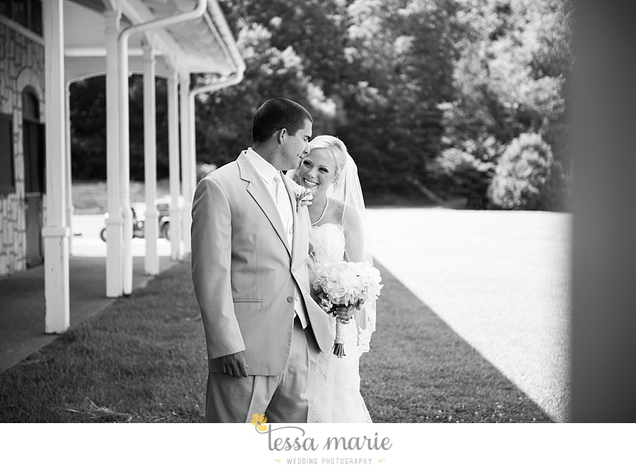 foxhall_wedding_outdoor_wedding_pictures_megan_rob_we_tie_the_knots_0039