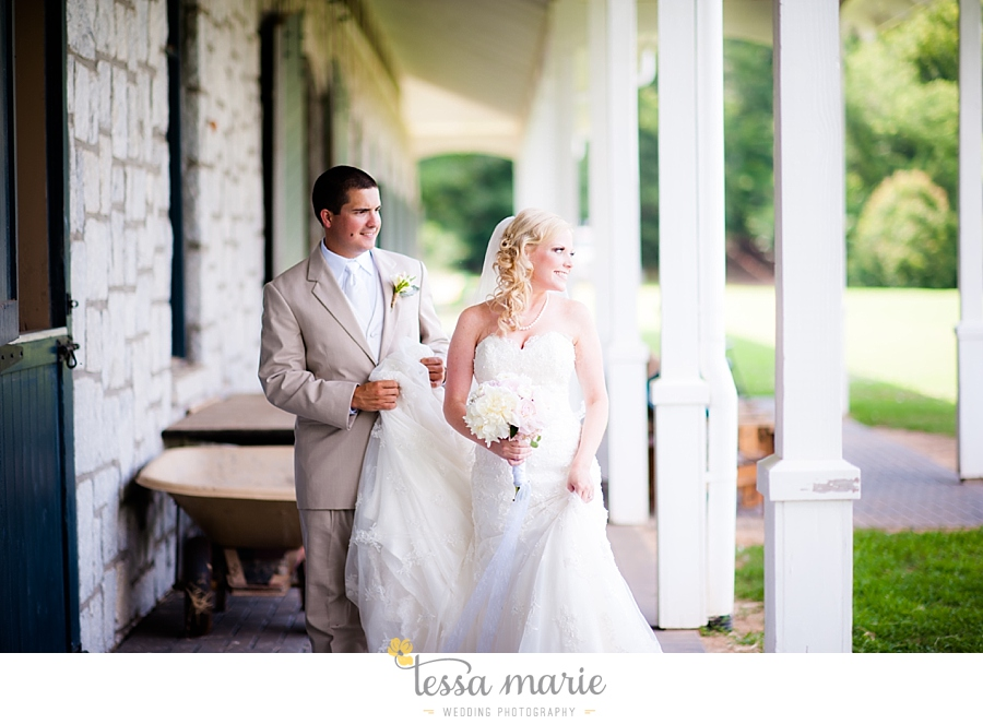foxhall_wedding_outdoor_wedding_pictures_megan_rob_we_tie_the_knots_0049