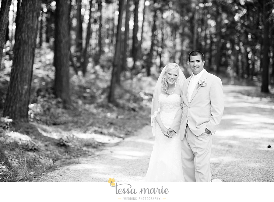foxhall_wedding_outdoor_wedding_pictures_megan_rob_we_tie_the_knots_0056