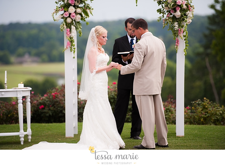 foxhall_wedding_outdoor_wedding_pictures_megan_rob_we_tie_the_knots_0092