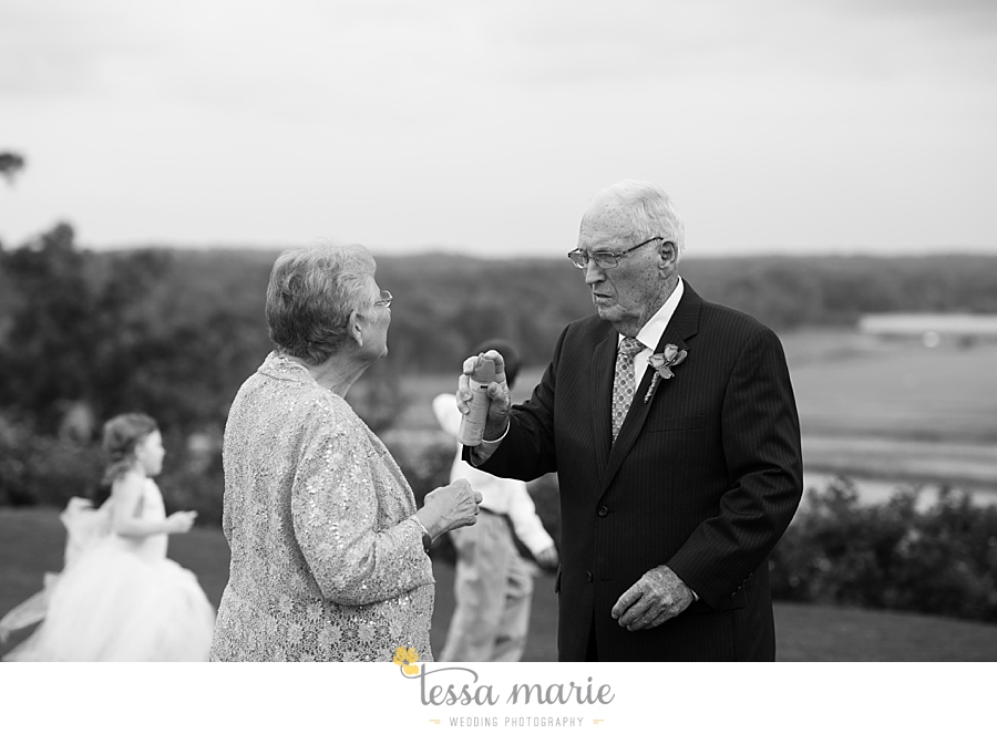 foxhall_wedding_outdoor_wedding_pictures_megan_rob_we_tie_the_knots_0102