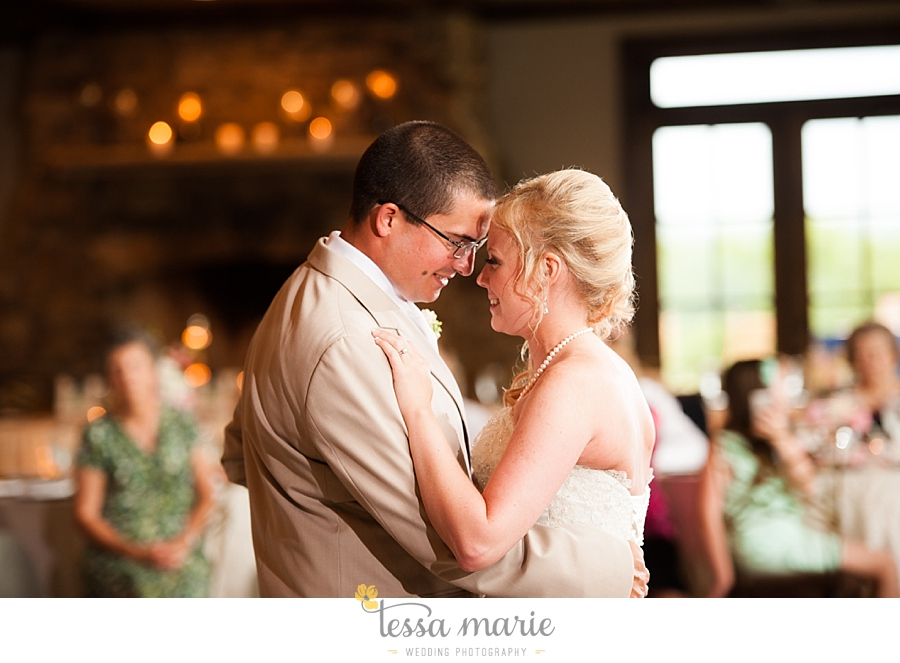 foxhall_wedding_outdoor_wedding_pictures_megan_rob_we_tie_the_knots_0129