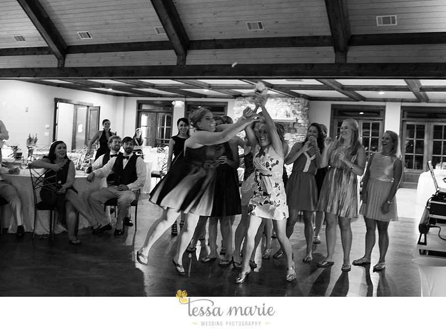foxhall_wedding_outdoor_wedding_pictures_megan_rob_we_tie_the_knots_0155