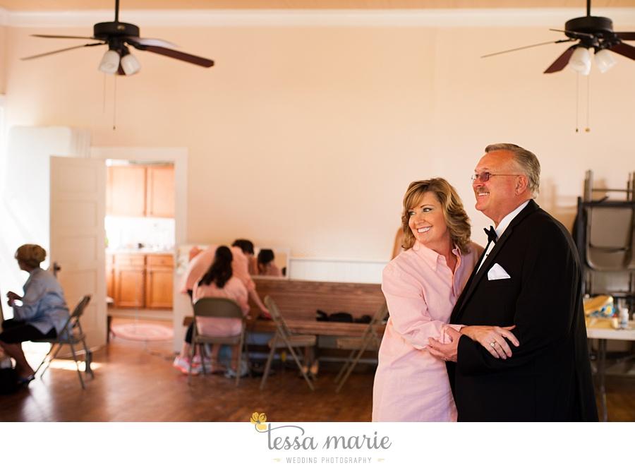 outdoor_wedding_pictures_marietta_sweethearts_candid_emotional_tessa_marie_weddings_0023