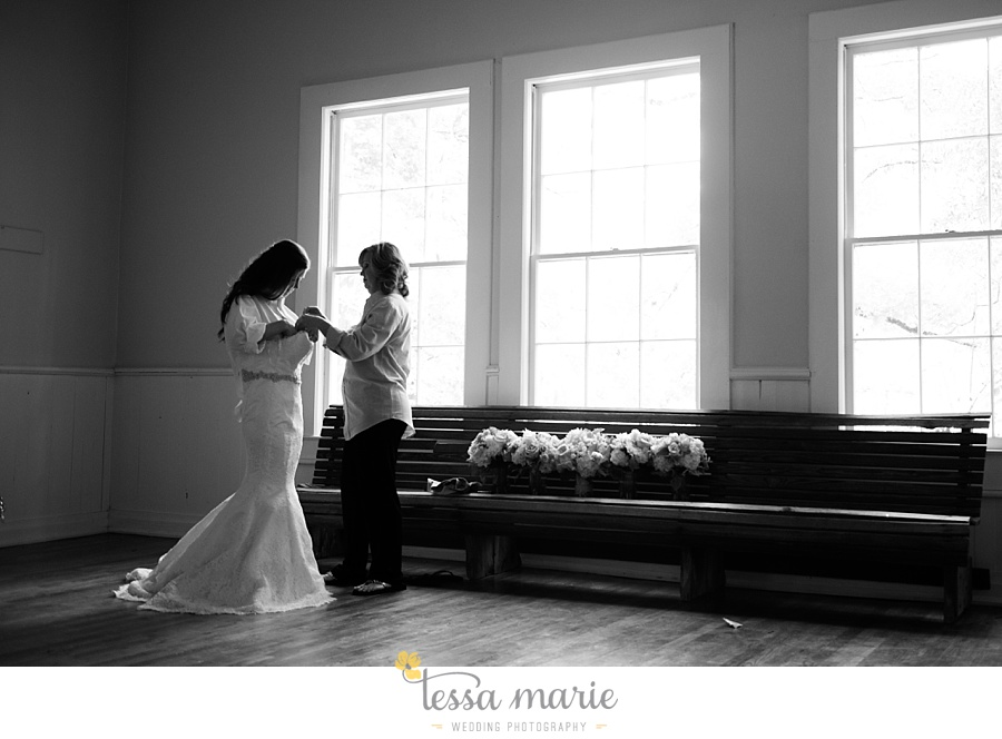 outdoor_wedding_pictures_marietta_sweethearts_candid_emotional_tessa_marie_weddings_0028