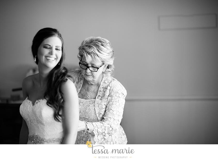outdoor_wedding_pictures_marietta_sweethearts_candid_emotional_tessa_marie_weddings_0031