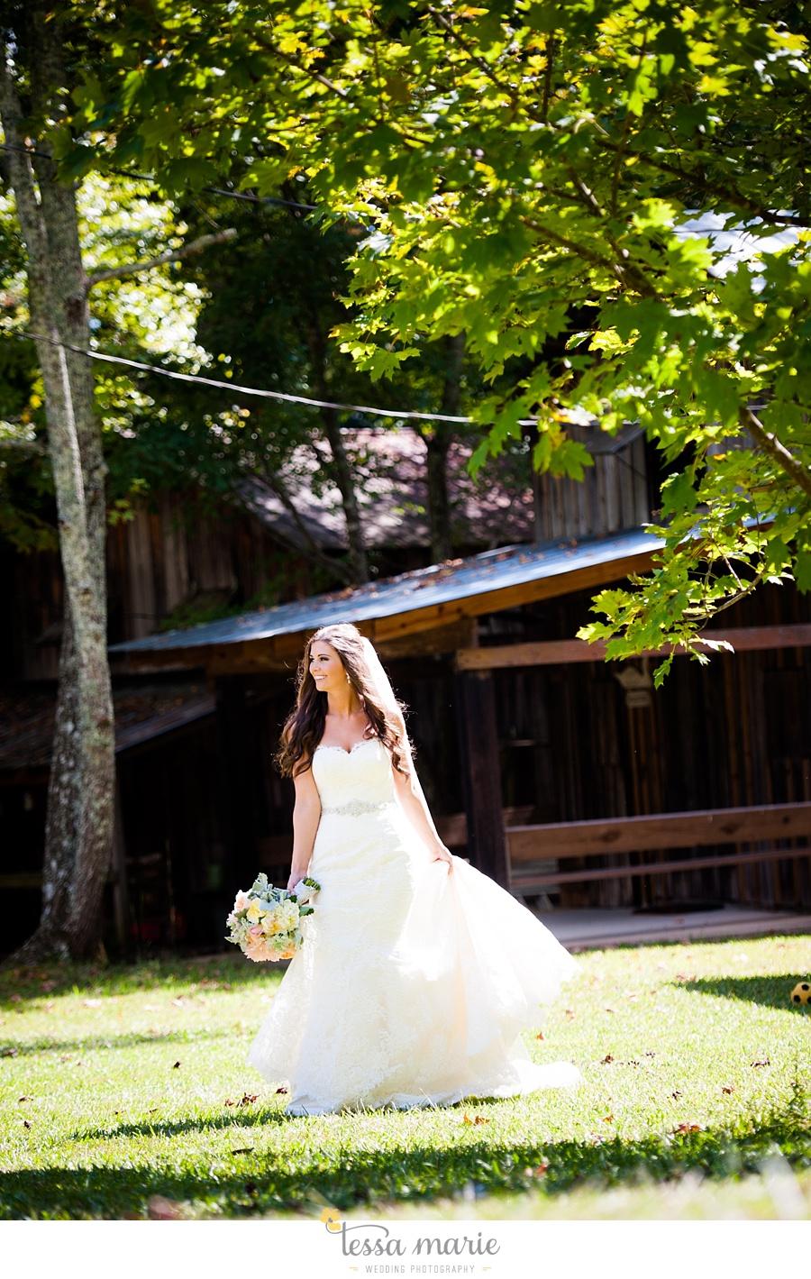 outdoor_wedding_pictures_marietta_sweethearts_candid_emotional_tessa_marie_weddings_0045