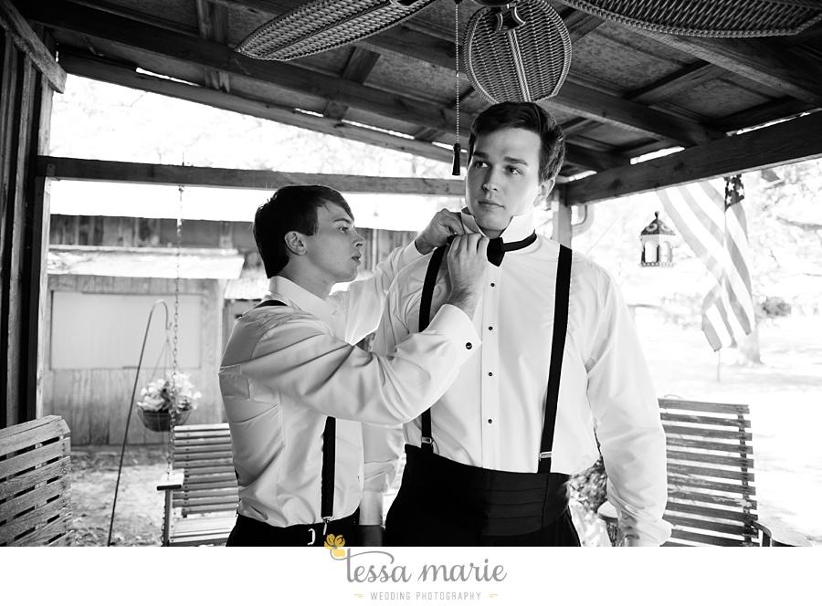outdoor_wedding_pictures_marietta_sweethearts_candid_emotional_tessa_marie_weddings_0048