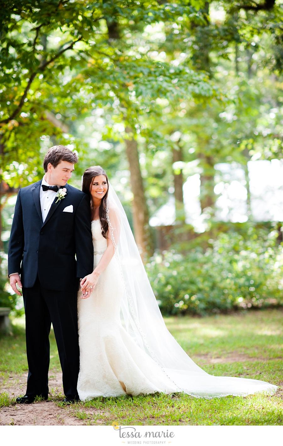 outdoor_wedding_pictures_marietta_sweethearts_candid_emotional_tessa_marie_weddings_0057