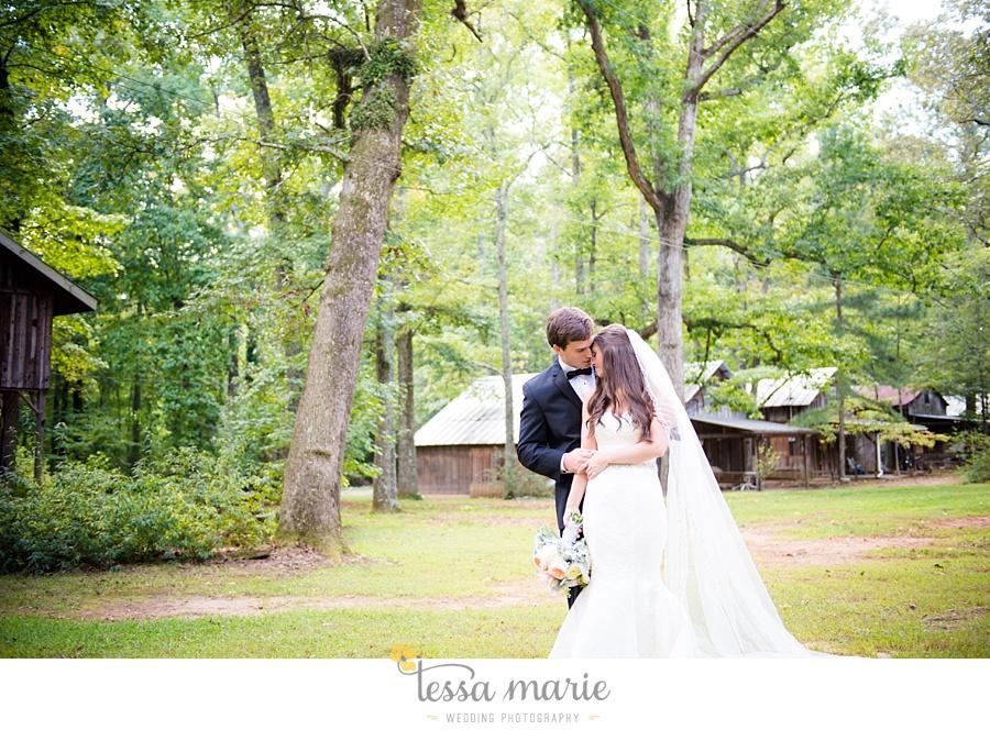 outdoor_wedding_pictures_marietta_sweethearts_candid_emotional_tessa_marie_weddings_0058