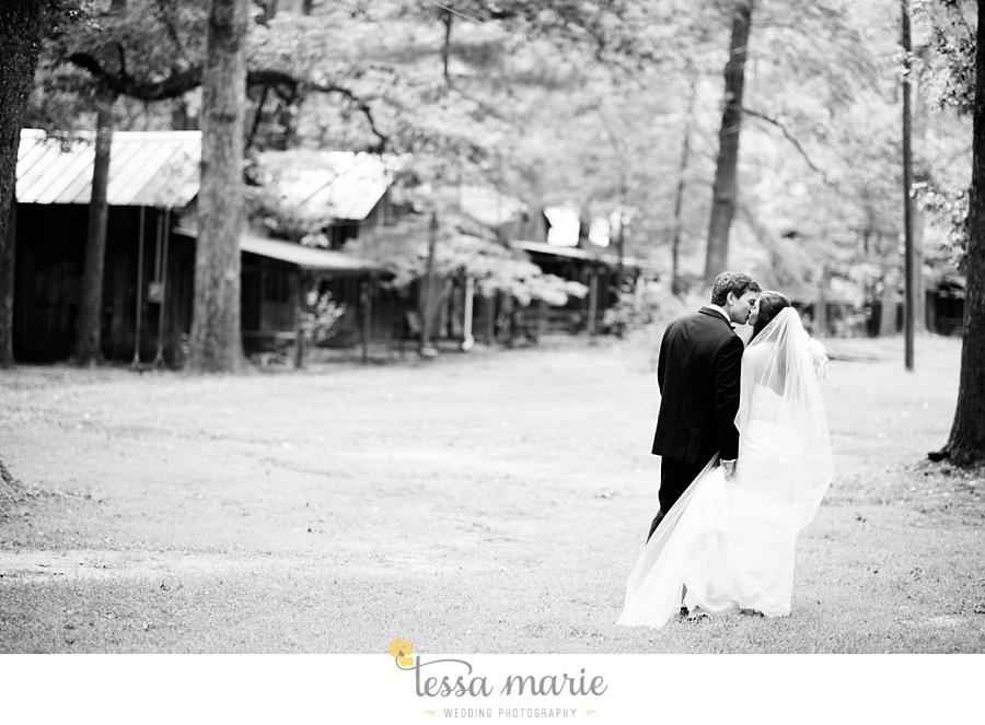 outdoor_wedding_pictures_marietta_sweethearts_candid_emotional_tessa_marie_weddings_0061