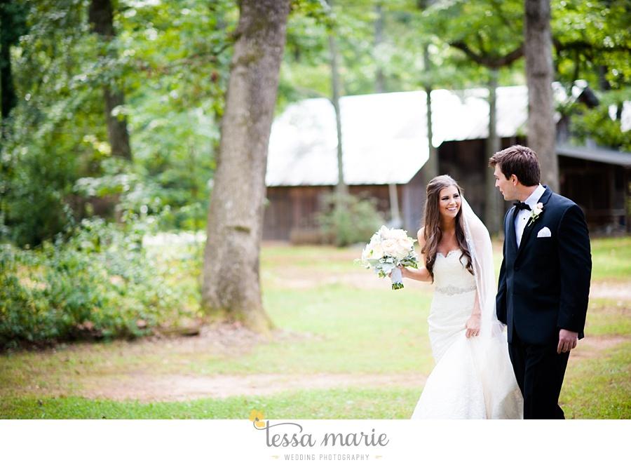 outdoor_wedding_pictures_marietta_sweethearts_candid_emotional_tessa_marie_weddings_0062
