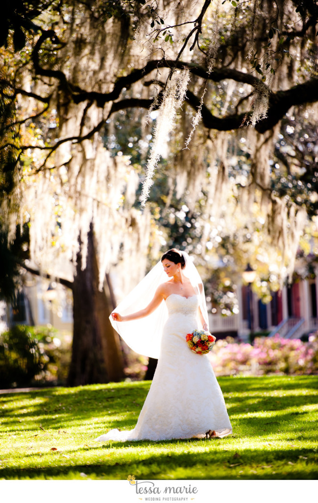 savannah_destination_wedding_photographer_pictures_mike_kristen_outdoor_wedding_coral_green_white_101-91-649x1024