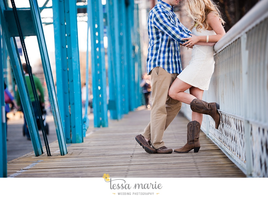 chattanooga_engagement_pictures_downtown_0027