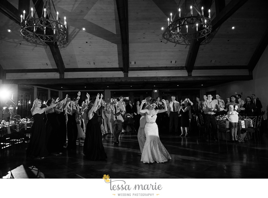 671_foxhall_wedding_outdoor_fall_wedding_andy_beach_hi_note_a_divine_event_tessa_marie_weddings_photography_wedding_pictures