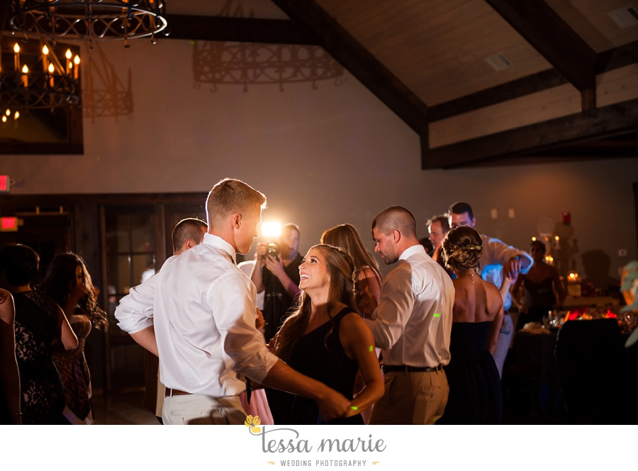 706_foxhall_wedding_outdoor_fall_wedding_andy_beach_hi_note_a_divine_event_tessa_marie_weddings_photography_wedding_pictures