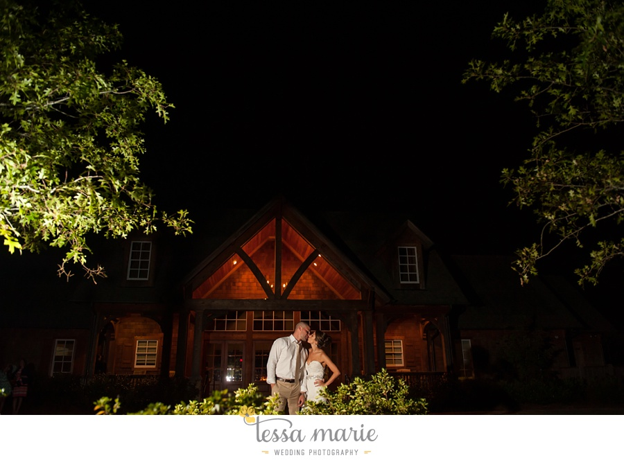 725_foxhall_wedding_outdoor_fall_wedding_andy_beach_hi_note_a_divine_event_tessa_marie_weddings_photography_wedding_pictures