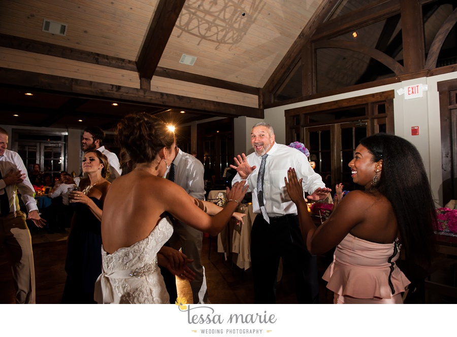 731_foxhall_wedding_outdoor_fall_wedding_andy_beach_hi_note_a_divine_event_tessa_marie_weddings_photography_wedding_pictures