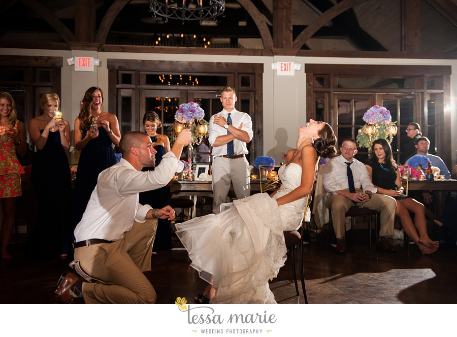 741_foxhall_wedding_outdoor_fall_wedding_andy_beach_hi_note_a_divine_event_tessa_marie_weddings_photography_wedding_pictures