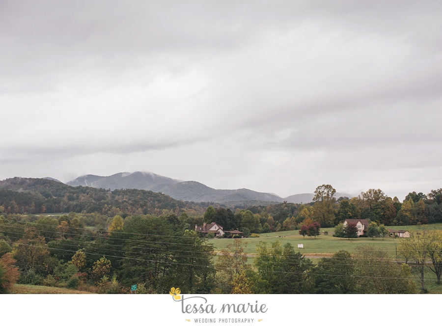 young_harris_wedding_outdoor_mountain_fall_wedding_Brasstown_valley_resort_wedding_pictures_0002