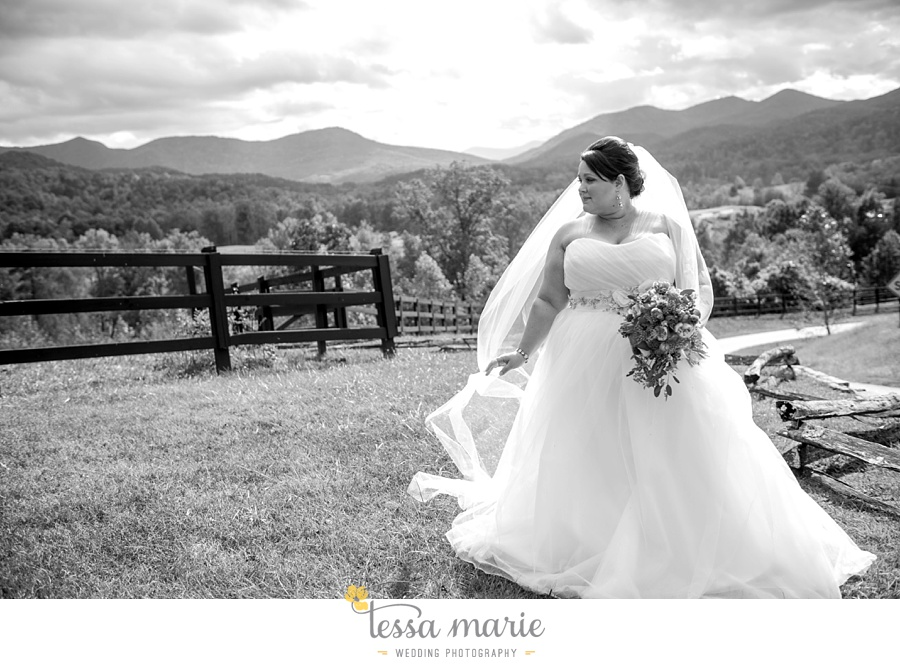 young_harris_wedding_outdoor_mountain_fall_wedding_Brasstown_valley_resort_wedding_pictures_0024