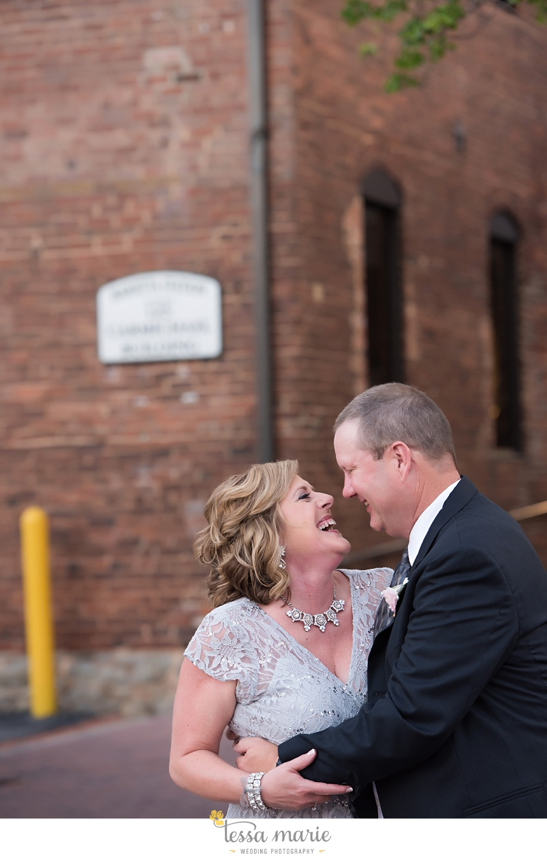 brickyard_marietta_wedding_pictures_tessa_marie_weddings_bouaktes_0108