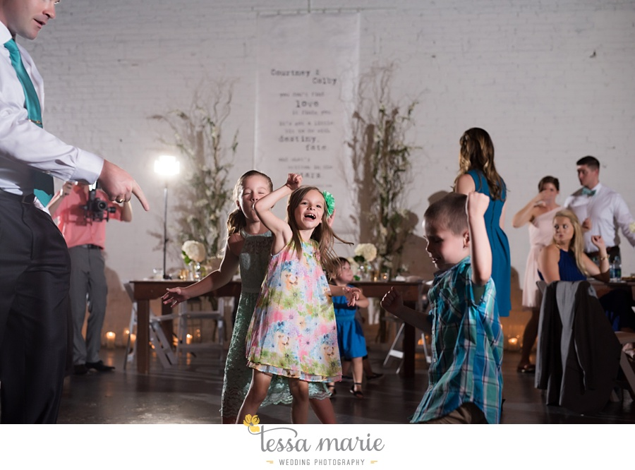brickyard_marietta_wedding_pictures_tessa_marie_weddings_bouaktes_0122