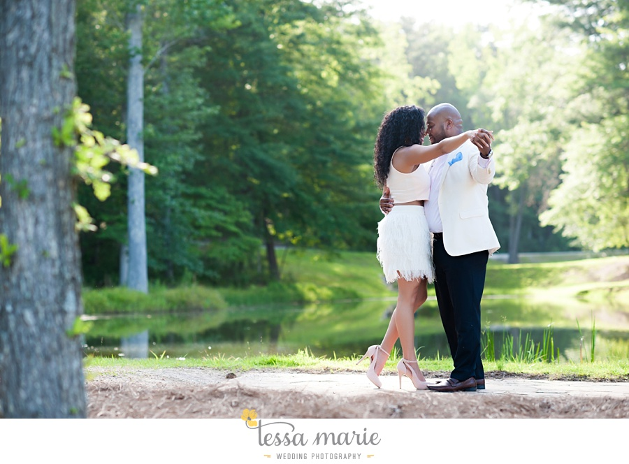 foxhall_engagement_pictures_tessa_marie_weddings_outdoor_engagement_session_stylish_engagement_pictures_0007