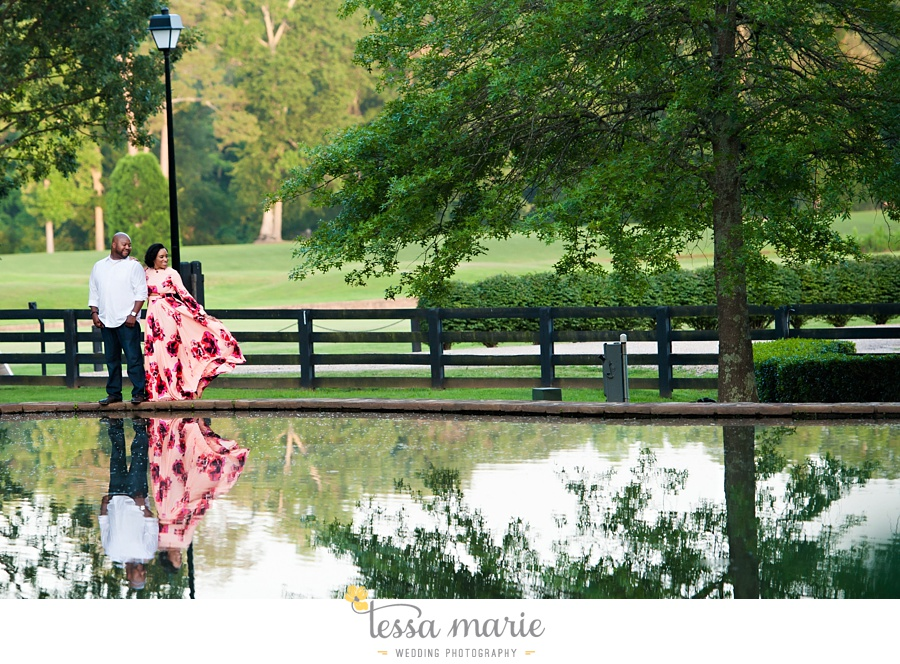 foxhall_engagement_pictures_tessa_marie_weddings_outdoor_engagement_session_stylish_engagement_pictures_0031