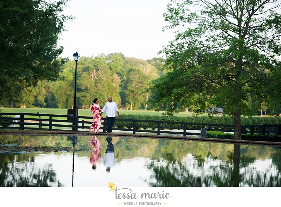 foxhall_engagement_pictures_tessa_marie_weddings_outdoor_engagement_session_stylish_engagement_pictures_0032