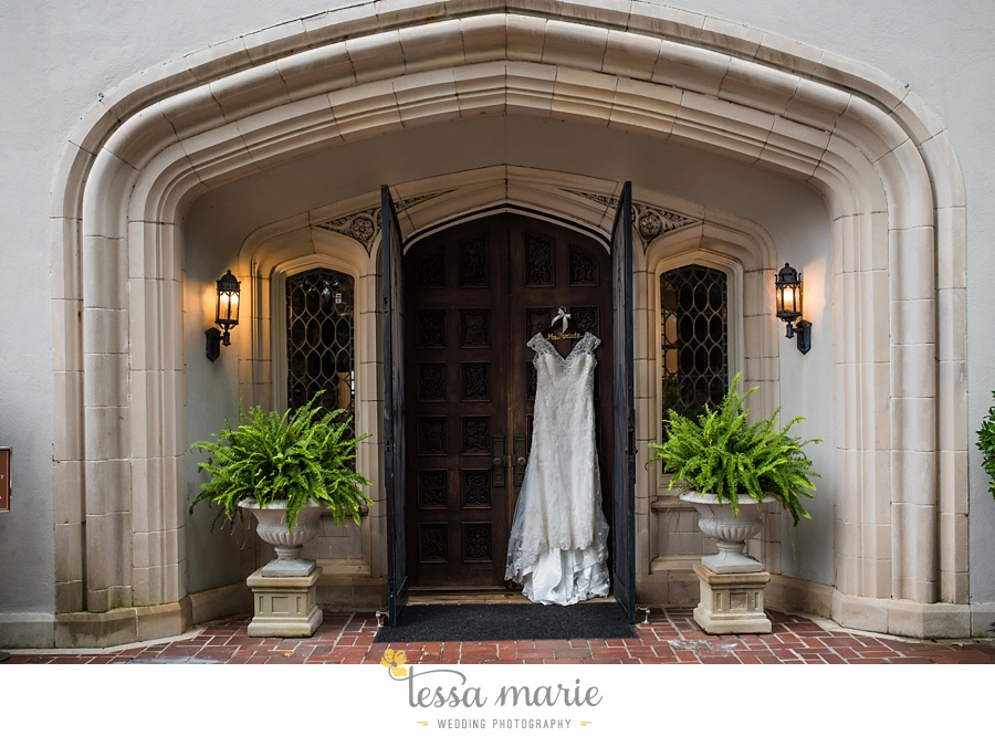 callanwalde_fine_arts_center_wedding_tessa_marie_weddings_outdoor_wedding_rainy_day_wedding_0006