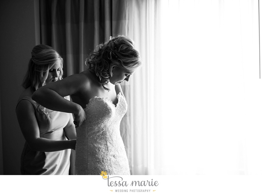 ventanas_wedding_pictures_tessa_marie_weddings_rainy_wedding_day_pictures_atlanta_skyline_wedding_0017