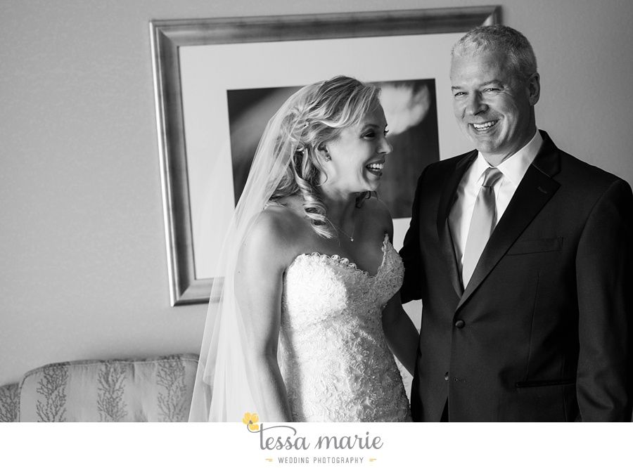 ventanas_wedding_pictures_tessa_marie_weddings_rainy_wedding_day_pictures_atlanta_skyline_wedding_0028
