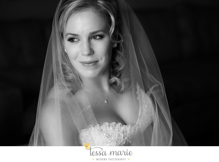 ventanas_wedding_pictures_tessa_marie_weddings_rainy_wedding_day_pictures_atlanta_skyline_wedding_0030