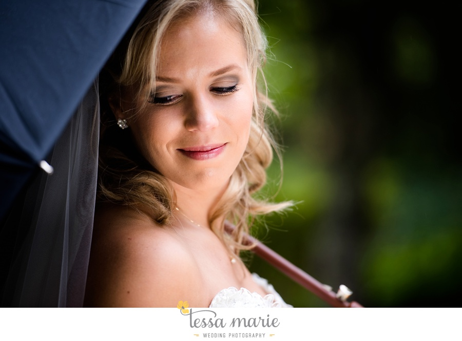 ventanas_wedding_pictures_tessa_marie_weddings_rainy_wedding_day_pictures_atlanta_skyline_wedding_0038