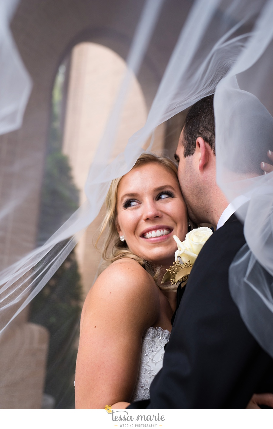 ventanas_wedding_pictures_tessa_marie_weddings_rainy_wedding_day_pictures_atlanta_skyline_wedding_0065