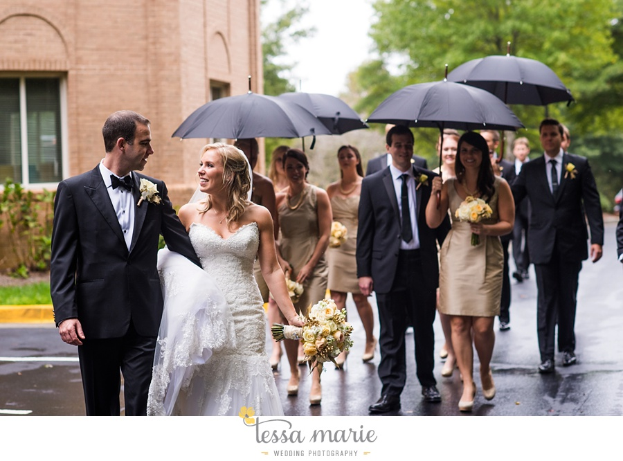 ventanas_wedding_pictures_tessa_marie_weddings_rainy_wedding_day_pictures_atlanta_skyline_wedding_0071