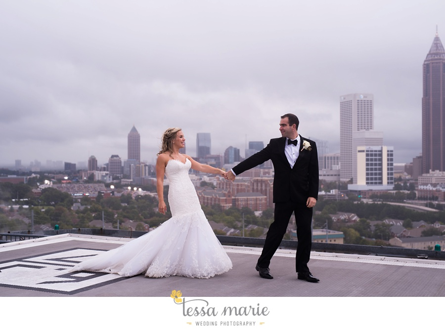 ventanas_wedding_pictures_tessa_marie_weddings_rainy_wedding_day_pictures_atlanta_skyline_wedding_0089